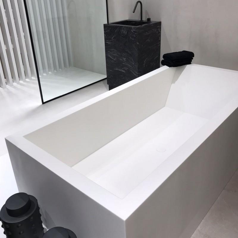 baignoire sur mesure en corian avec 3 tabliers salle de bains tendance. Black Bedroom Furniture Sets. Home Design Ideas